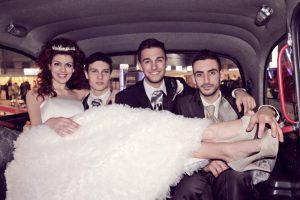 Coche con noivos